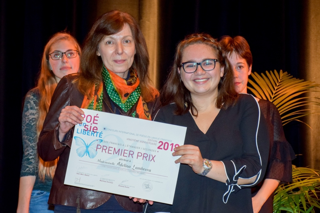 Madame Doina Marian, Directrice de l'Institut Culturel Roumain de Paris et Adelina Lambreva du Lycée français Anna-de-Noailles - Bucarest (Roumanie) 1er prix des Secondes