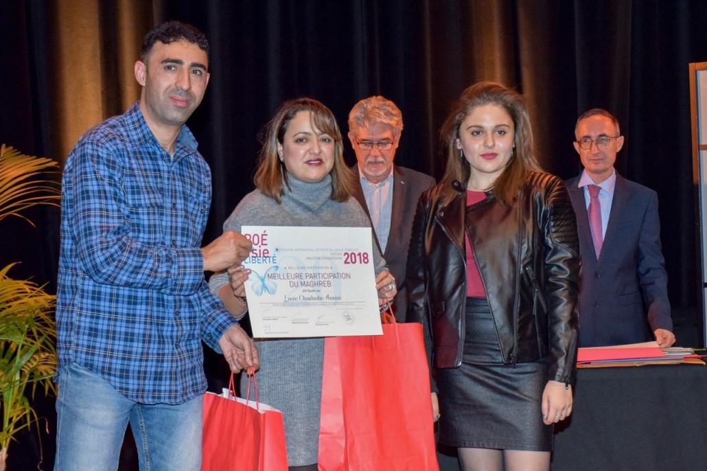 Lynda Ait_Bachir, Déléguée générale de Poésie en liberté, membre du Comité de lecture, Hidher Dahmana, Professeur et Fanny Fardjellah, lycéenne, représentants du Lycée Chouhada-Annani, Béjaia (Algérie), Prix de la Meilleure participation du Maghreb