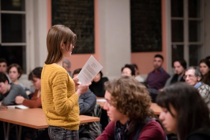 Eva Pechova dans une lecture de ses textes parus aux Editions D'Ici et d'Ailleurs