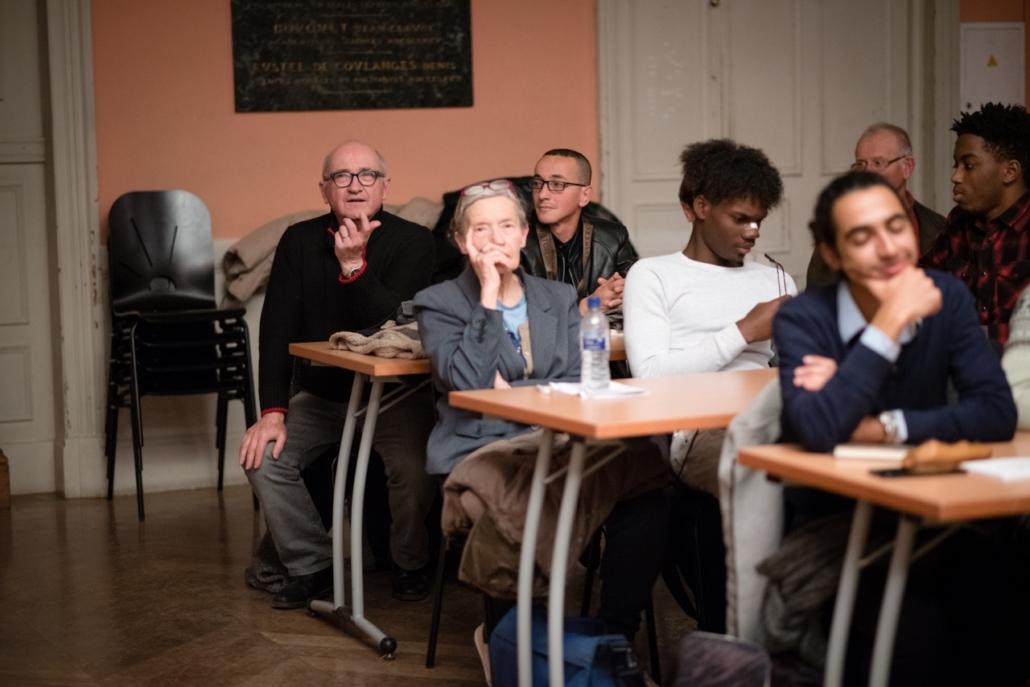 Au fond de la Salle des Actes, André Prodhomme aux côtés d'Hamza Mahtout