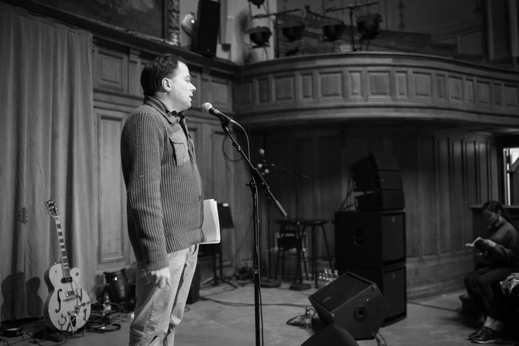 Matthias Vincenot, organisateur de la soirée, Président de Poésie et Chanson Sorbonne et Directeur artistique de Poésie en liberté