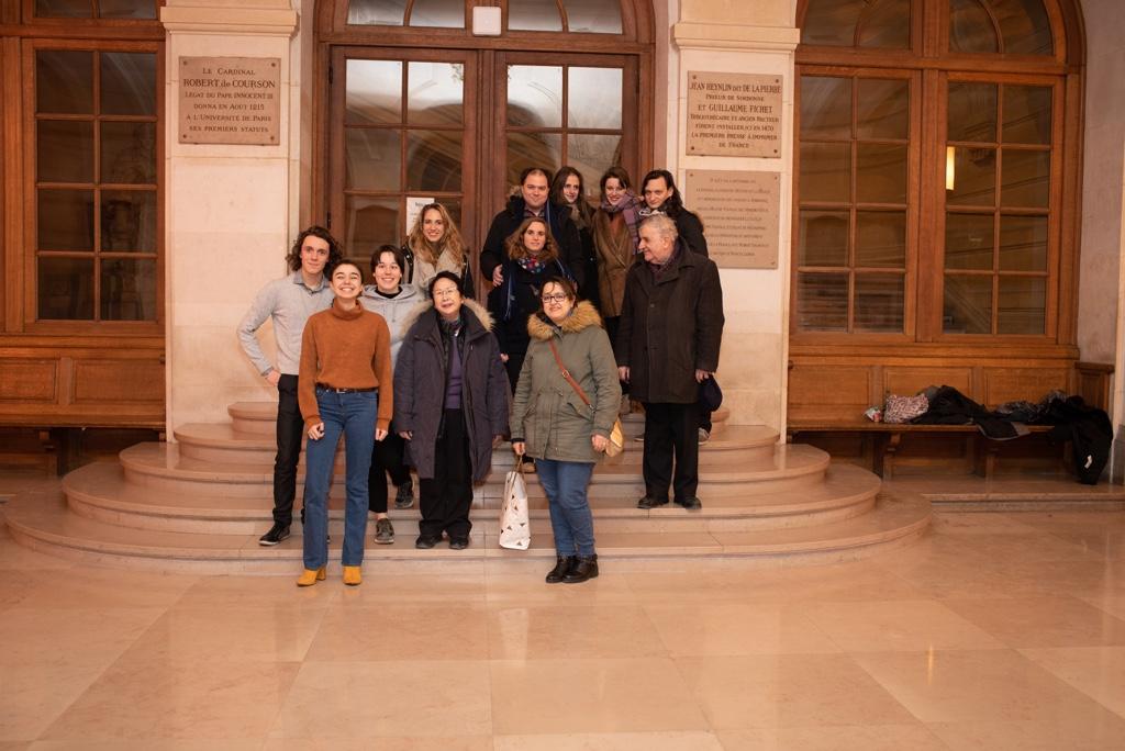 Le lauréat et des jurées, des membres du Comité de lecture, des membres de l'Association, des artistes