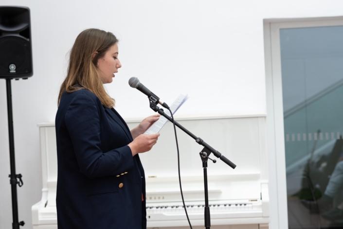 Aglaée Collin, lauréate, jurée, écrit et s'occupe d'une revue en ligne