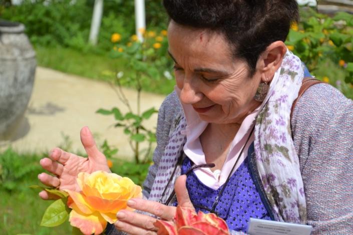 Nicole Simonet dans le jardin du ministère de l'agriculture et de l'alimentation