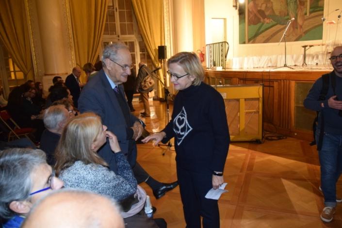 En discussion, Florence Berthout, Maire du 5ème, Pierre Brunel, Président d'honneur et Danièle Lévinas