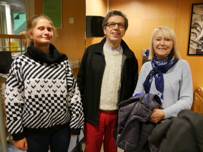 """Au Lycée Maurice Ravel, Jacques Lévy, vice-Président et Claire Jehl avec sa """"maman d'accueil"""" Hélène Kuan"""