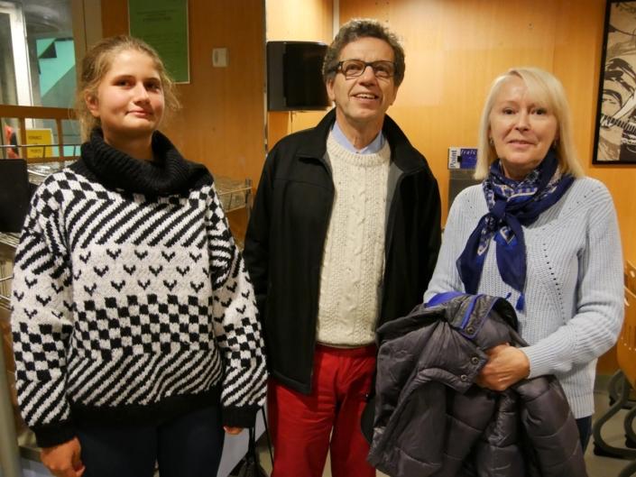 """Jacques Lévy, vice-Président et Claire Jehl avec sa """"maman d'accueil"""" Hélène Kuan"""