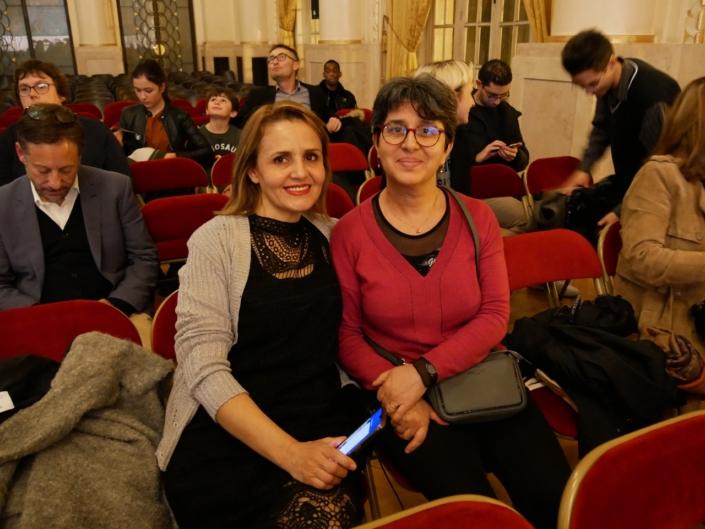 Hassina Debbouz, correspondante en Algérie et une amie
