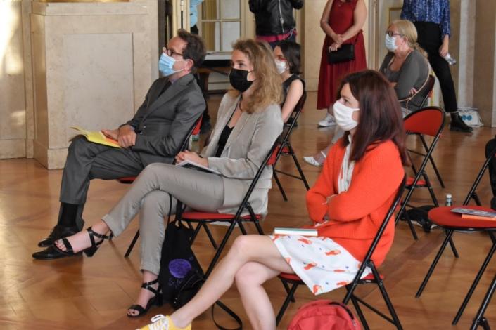 Gilles Legendre, député, les représentantes du Ministère de l'éducation nationale, Louise Bachimont et Perrine Vigroux