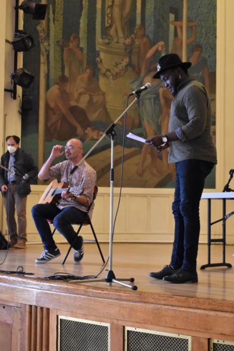 Benoît d'Afrique accompagné par Nicolas Topor