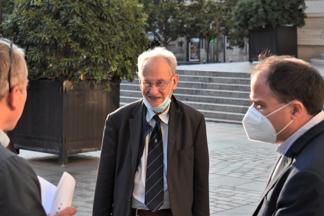 Arrivée de Pierre Brunel pour le Comité d'honneur