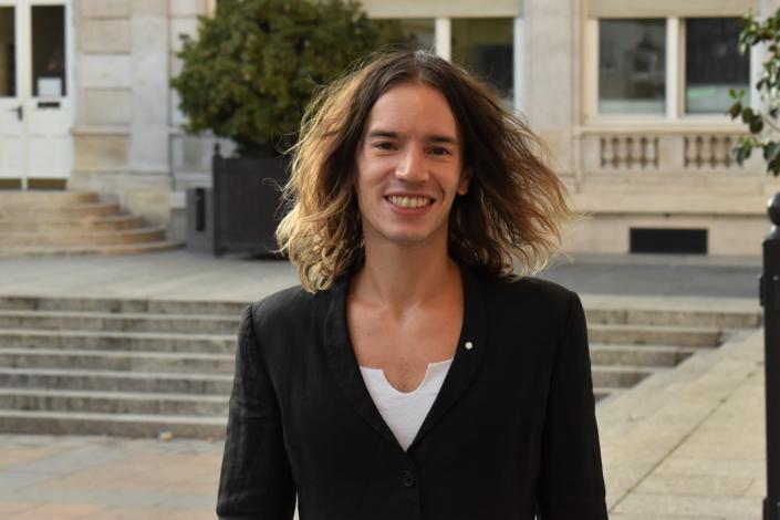 Hugo Jardin, auteur compositeur interprète, mime, porte-parole jeunesse de #JamaisSansElles