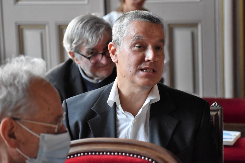 Eric Meadmore, représentant Louis Dominici, président de la M.A.E.E.