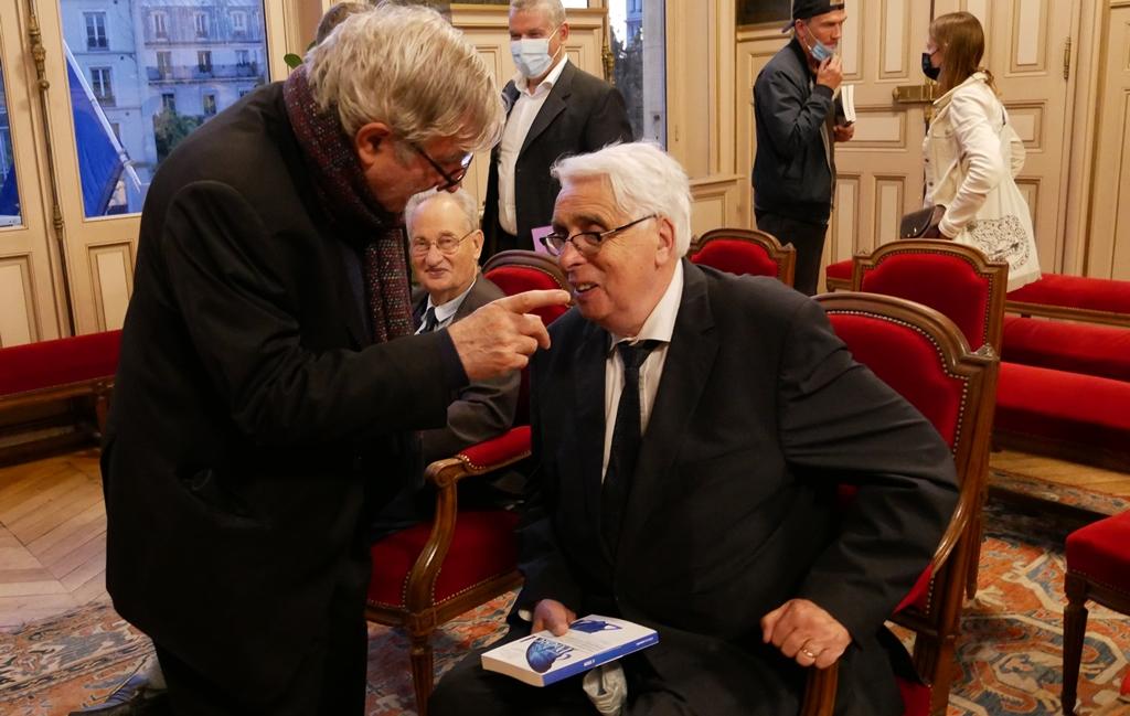 Jean-Marc Muller et Jean-Pierre Sueur sous le regard amusé de Pierre Brunel